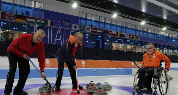 Spectaculaire groei curling-clinics in Thialf.